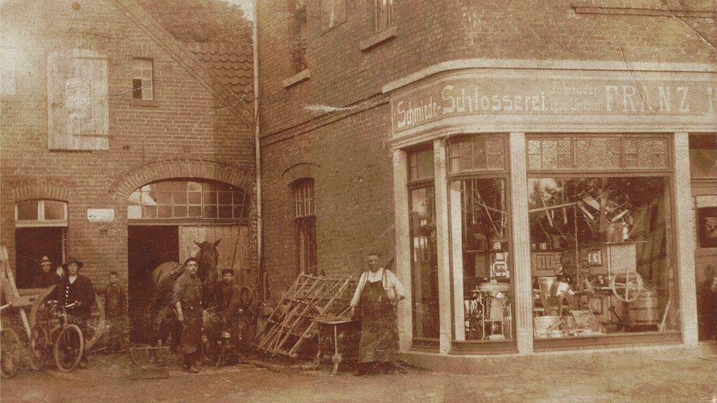 Laden mit Schmiede, etwa 1910